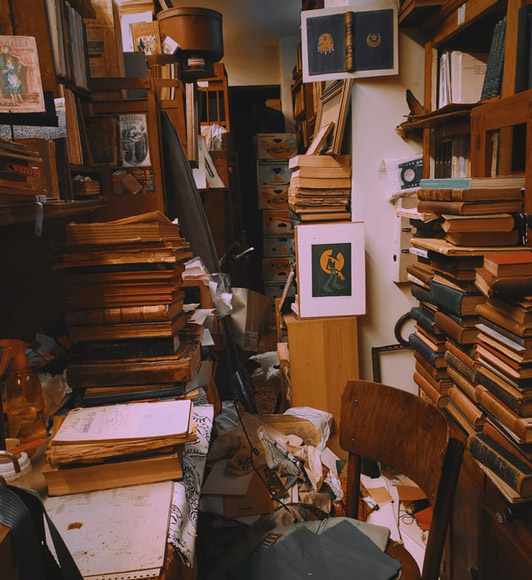 asking questions to hoarder to help